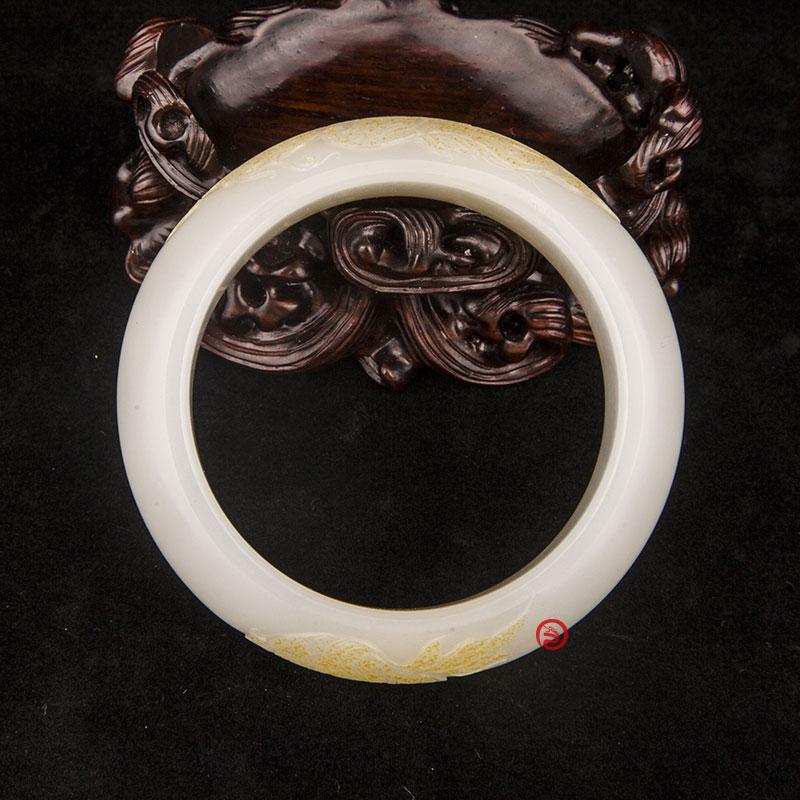 新疆和田玉黄皮羊脂白玉籽玉手镯  凤戏牡丹 89克