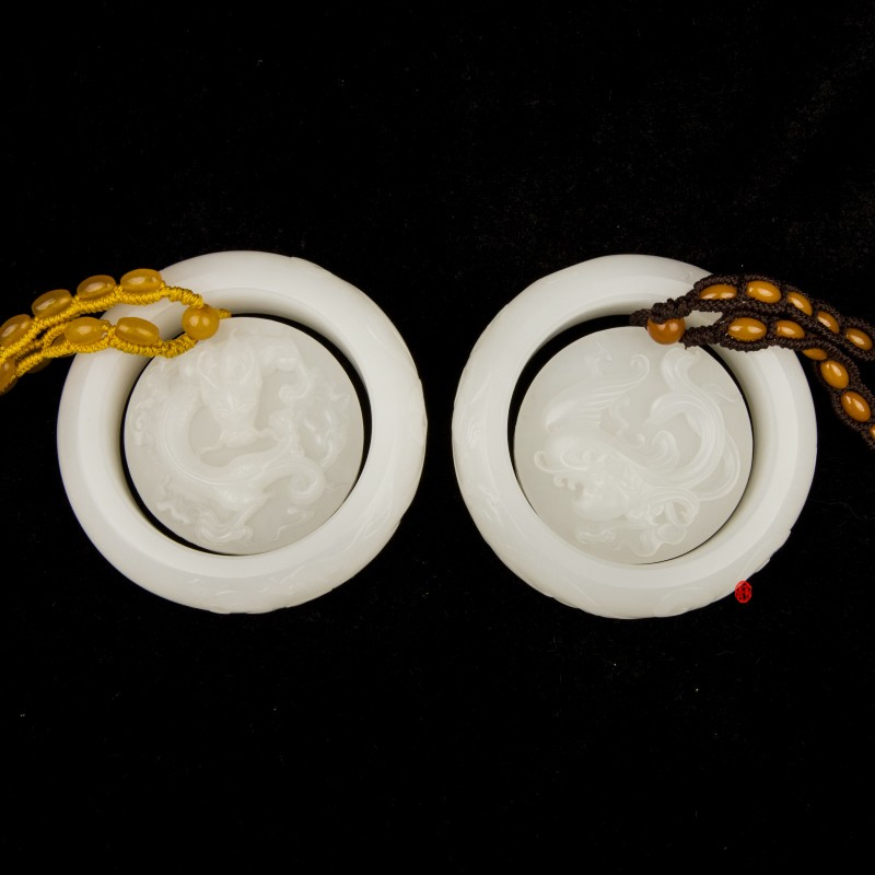 穆宇靜作品 新疆和田玉黃皮羊脂白玉籽玉龍鳳呈祥對鐲  395克