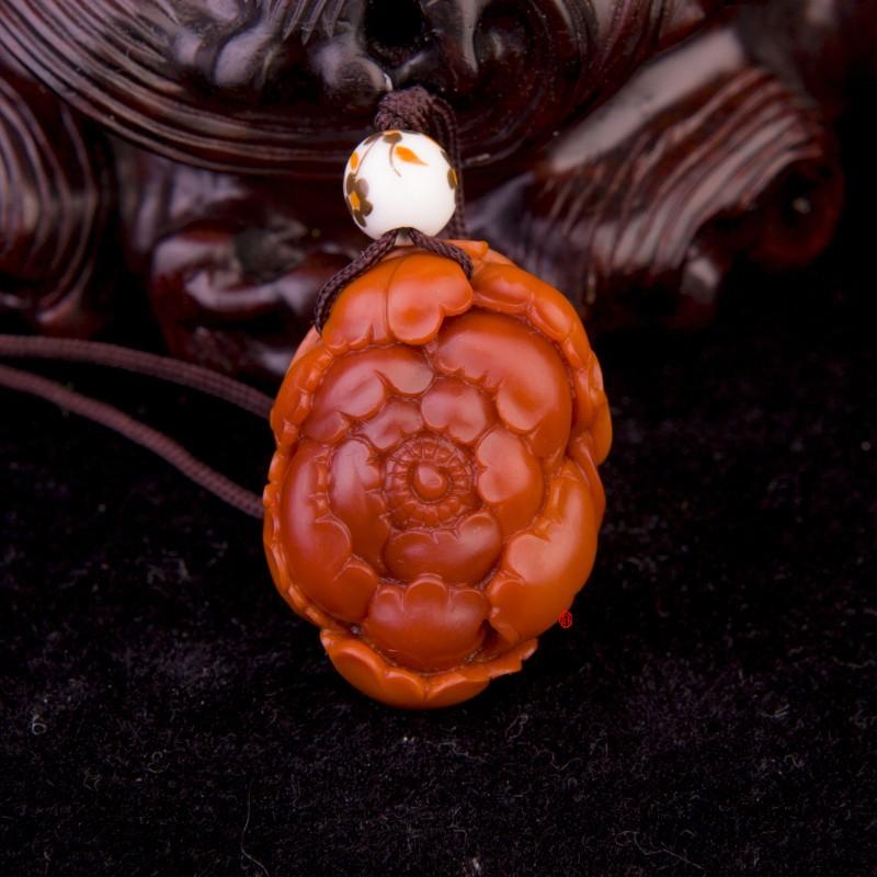 四川凉山南红玛瑙挂件 牡丹花 8克