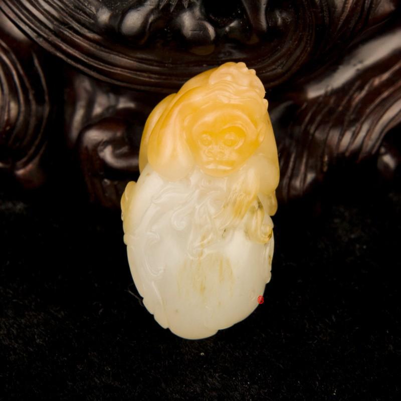 新疆和田玉黄沁一级白玉籽玉挂件  灵猴 7克