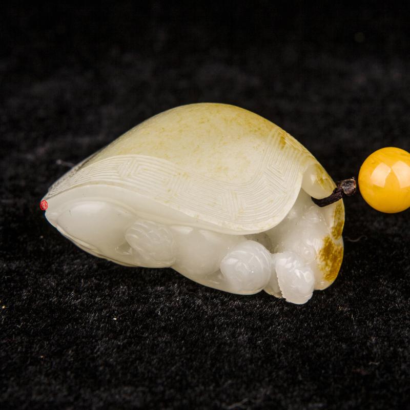 新疆和田玉黄皮羊脂白玉籽玉把件 龙龟 62克