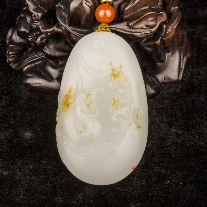 新疆和田玉黄皮羊脂白玉籽玉把件 仿古龙  76克