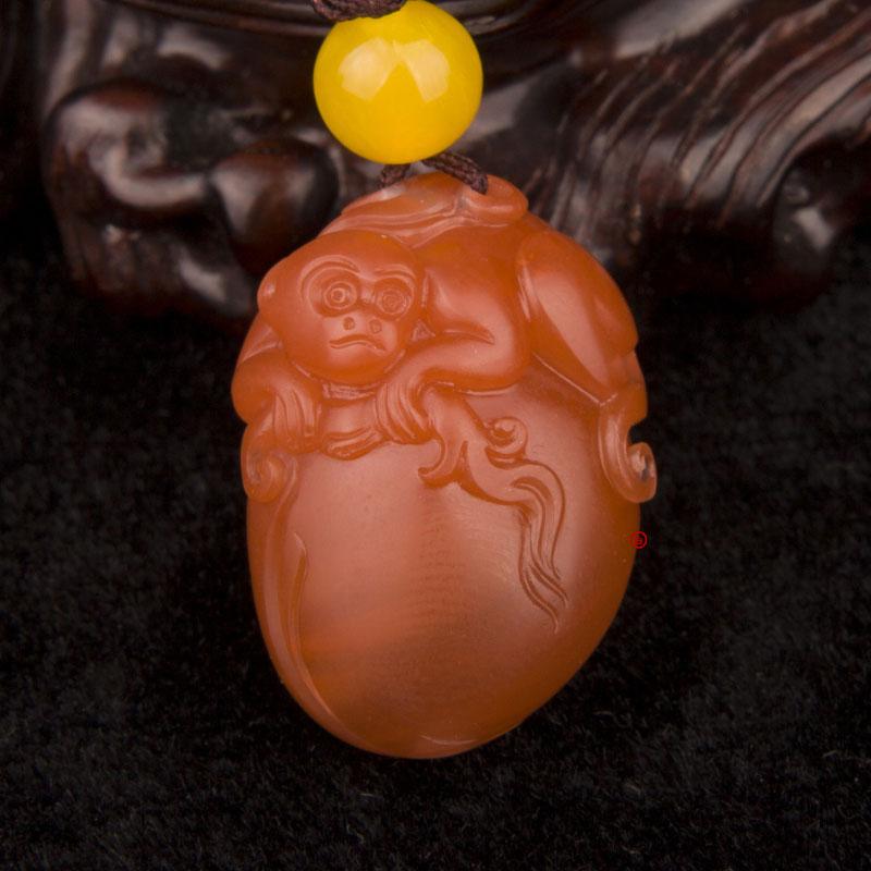 四川凉山南红玛瑙樱桃红挂件  灵猴  7克